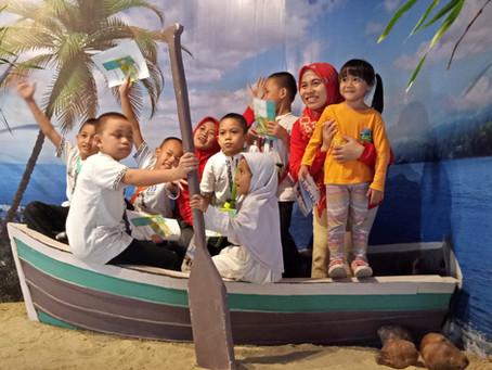 HISTORICALLY FUN.....Komunitas Wisata Panti Ajak Anak Panti Yatim Indonesia Kelilingi Dua Museum