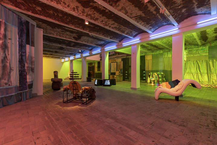 Tamara Henderson, installation view of the exhibition Womb Life, KW Institute for Contemporary Art, Berlin, 2018, photo: Frank Sperling, Courtesy the artist and Rodeo, London/Piräus