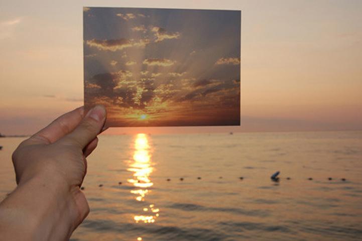 Lisa Oppenheim, The Sun is Always Setting Somewhere Else, 2006, ⓒ Lisa Oppenheim