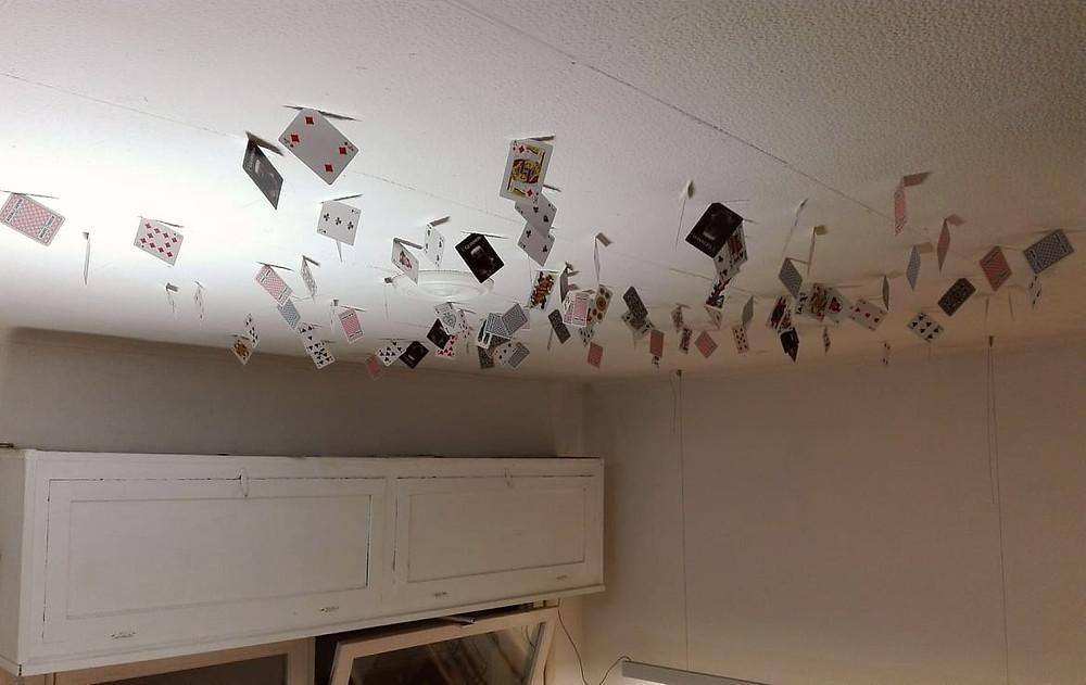 Il soffitto dell'atelier e le carte.