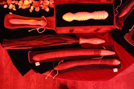 Rocket Peitsche, Holzdildos und Lustknüppel