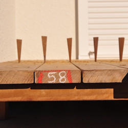 ウッドデッキの床板の間隔を調整