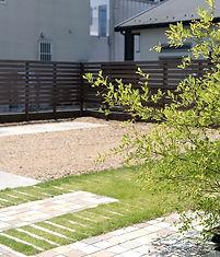 緑化ブロック+芝+砕石