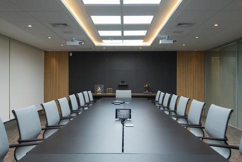 Sala de reuniões decor neutro e sofisticado