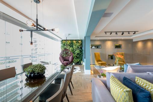 Varanda e churrasqueira integrados a sala de estar
