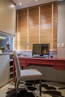 Home office moderno com toques clássicos