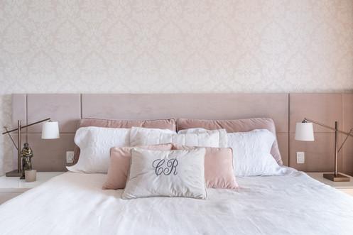 Detalhe enxoval personalizado rosa e branco