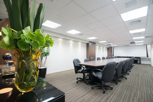 Sala de reuniões ampla