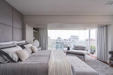 Suite ampla e sofisticada com varanda