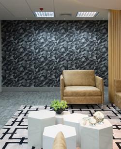 Sala de espera - detalhe poltrona caramelo e papel de parede