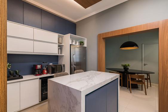 Cozinha e sala de jantar semi integrados