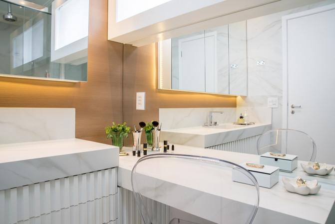 Banheiro com penteadeira personalizada
