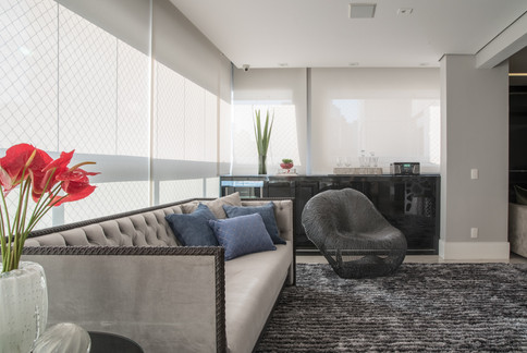 Varanda moderna integrada a sala de estar