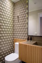 Lavabo decorado com revestimento hexagonal