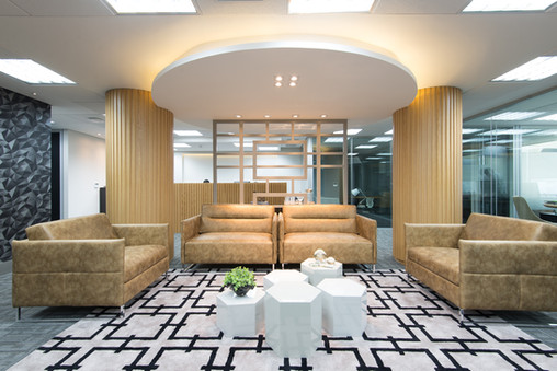 Sala de espera moderna e sofisticada.
