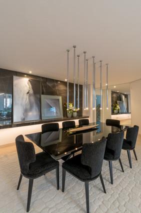 Sala de jantar com painel em mármore