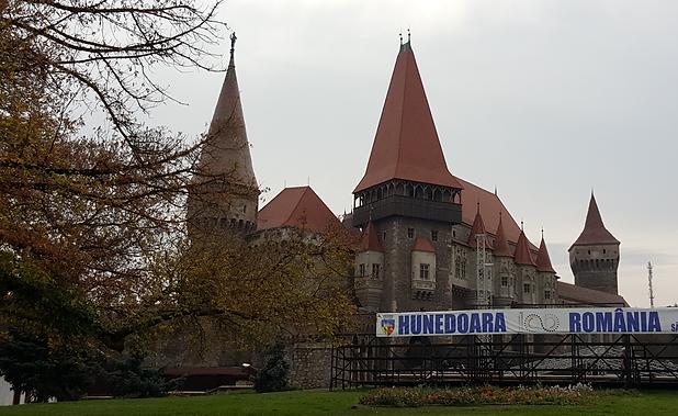 Burg Hunedoara crop.png