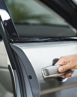 Arabanın Kapısını Açma