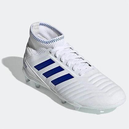 נעלי כדורגל של אדידס בצבע לבן עם פקקים - giantballs.co.il