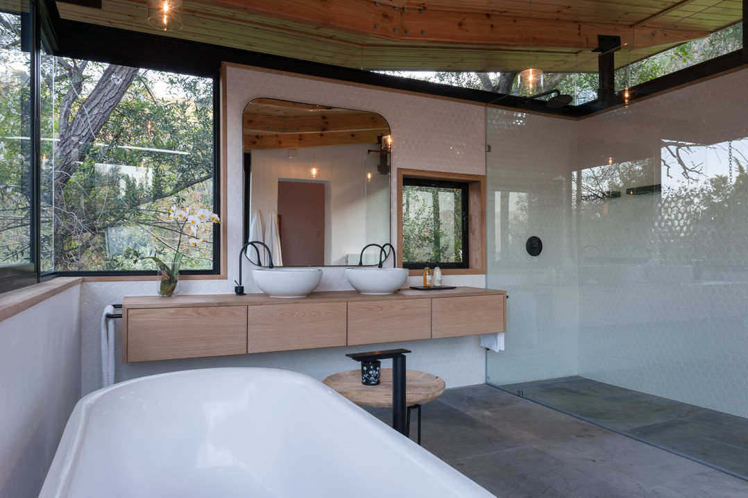House Roos - main bathroom #3.jpg