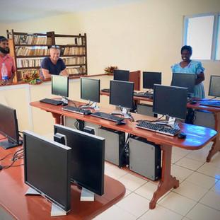 ratua-foundation-home-vanuatu-computer.j