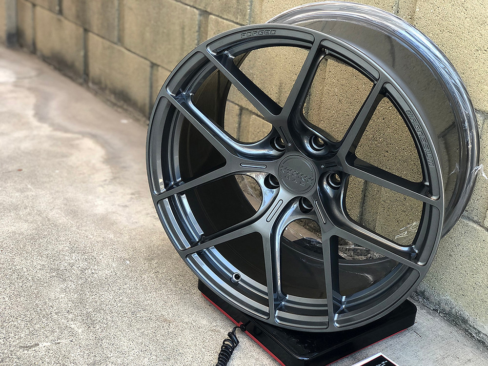 hyper gunmetal wheel