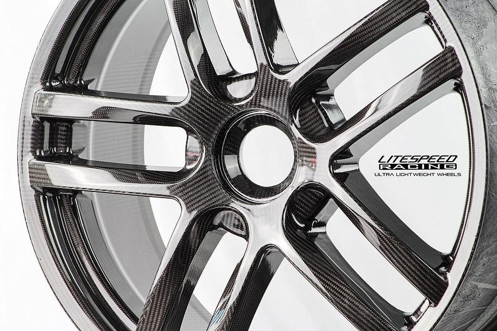 carbon wheel close front.jpg
