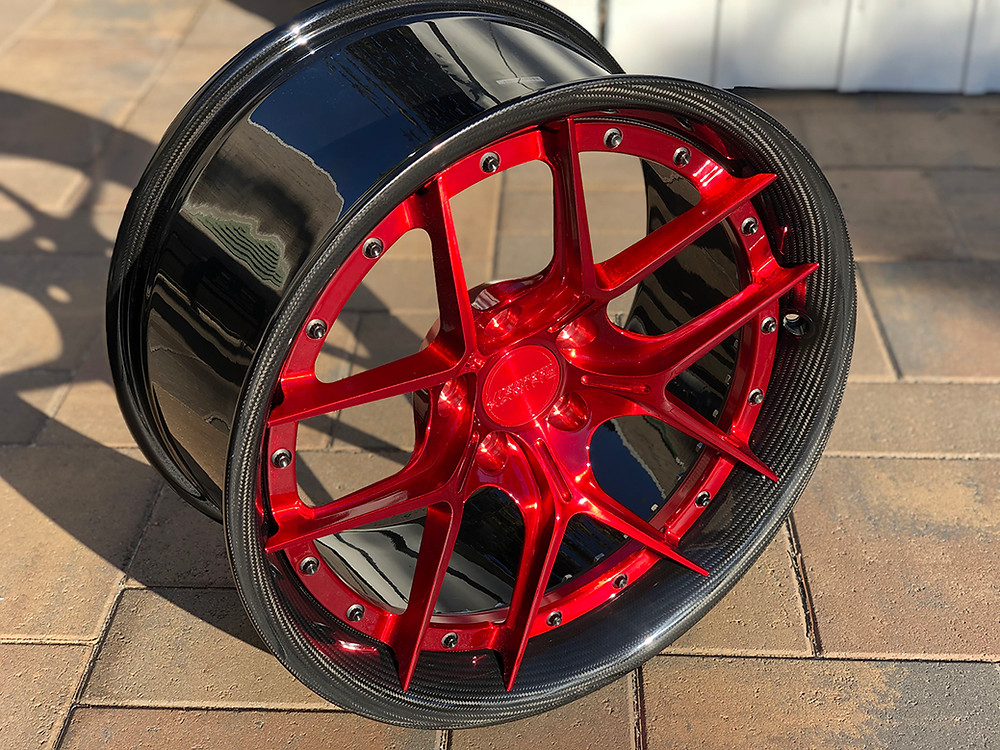 carbon fiber wheel with real carbon fiber barrel and brushed red center