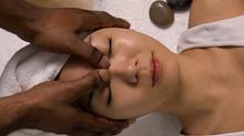 Un massage naturiste pour travailler votre sensualité à deux