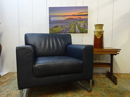 Walter Knoll lounge chair in navy distressed leather, walter knoll original chair, stunning quality, retro chair by Walter