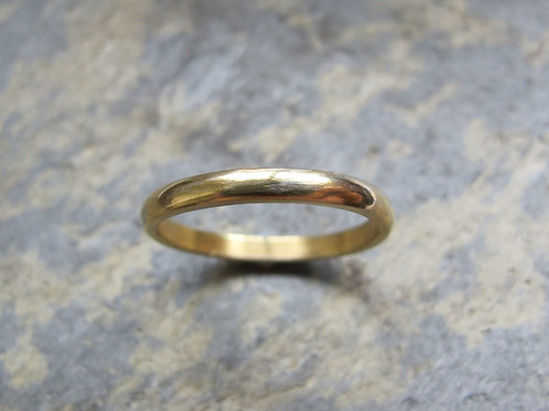 classic gold wedding ring