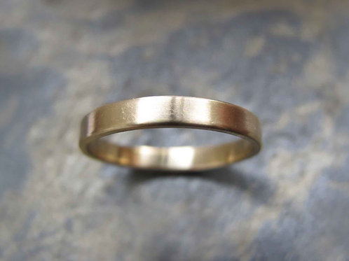 Women's simple yellow gold wedding ring
