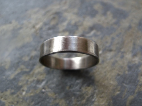 plain 18ct white gold ring UK
