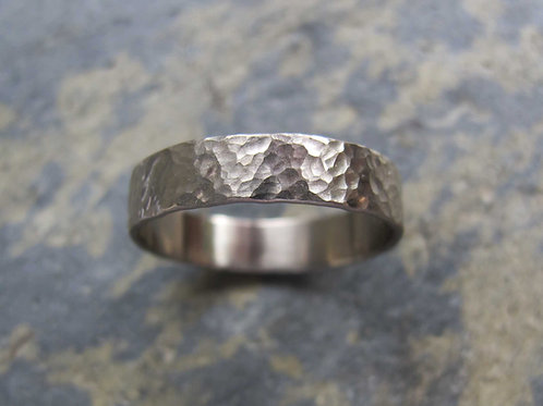 Men's hammered wedding band ring in 18ct white gold