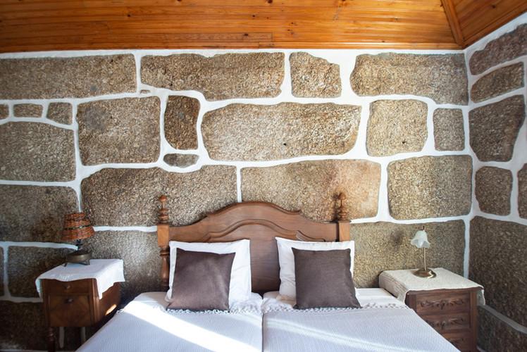 quintadoMirante_chambre_granite-2890.jpg