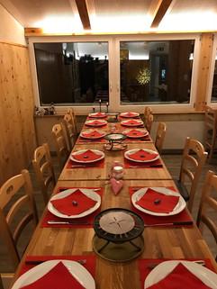 Tisch mit Fonduegedeck.jpg