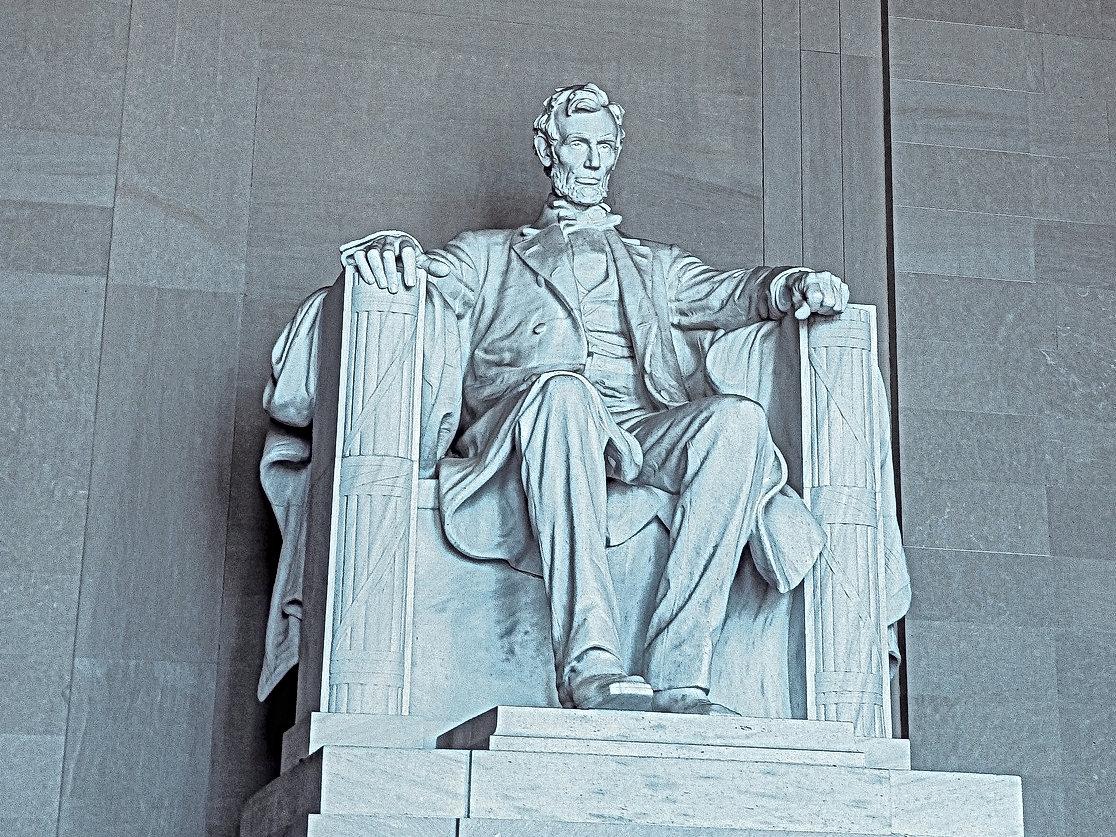 Lincoln at Memorial.jpg