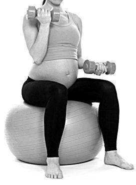 mujer-embarazada-ejercitarse-pesas_14462