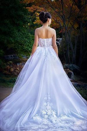 corset-wedding-dress-lace-trail-haute-co