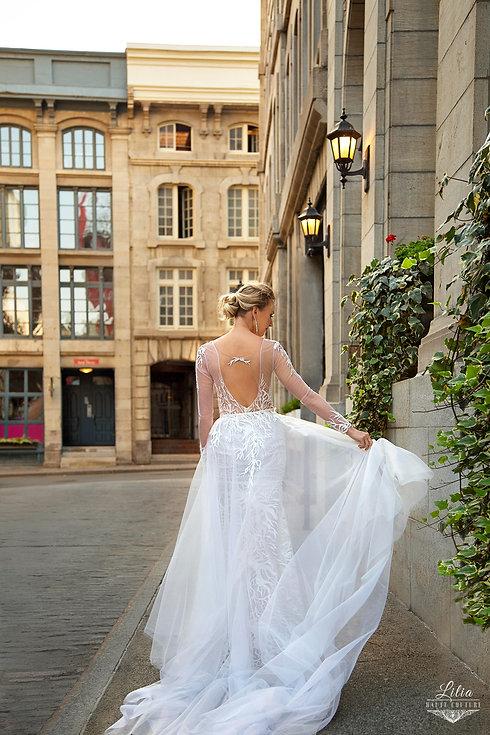 modern-long-sleve-open-back-wedding-dres