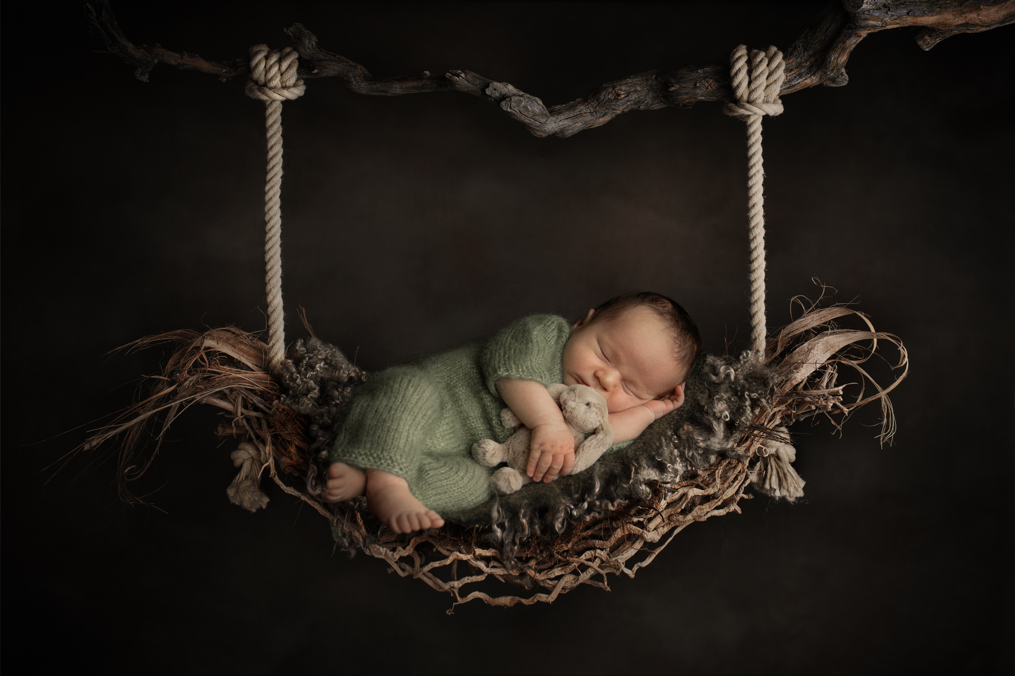 Neugeborener Junge in Schaukel