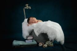 Newborn in antiker Wanne