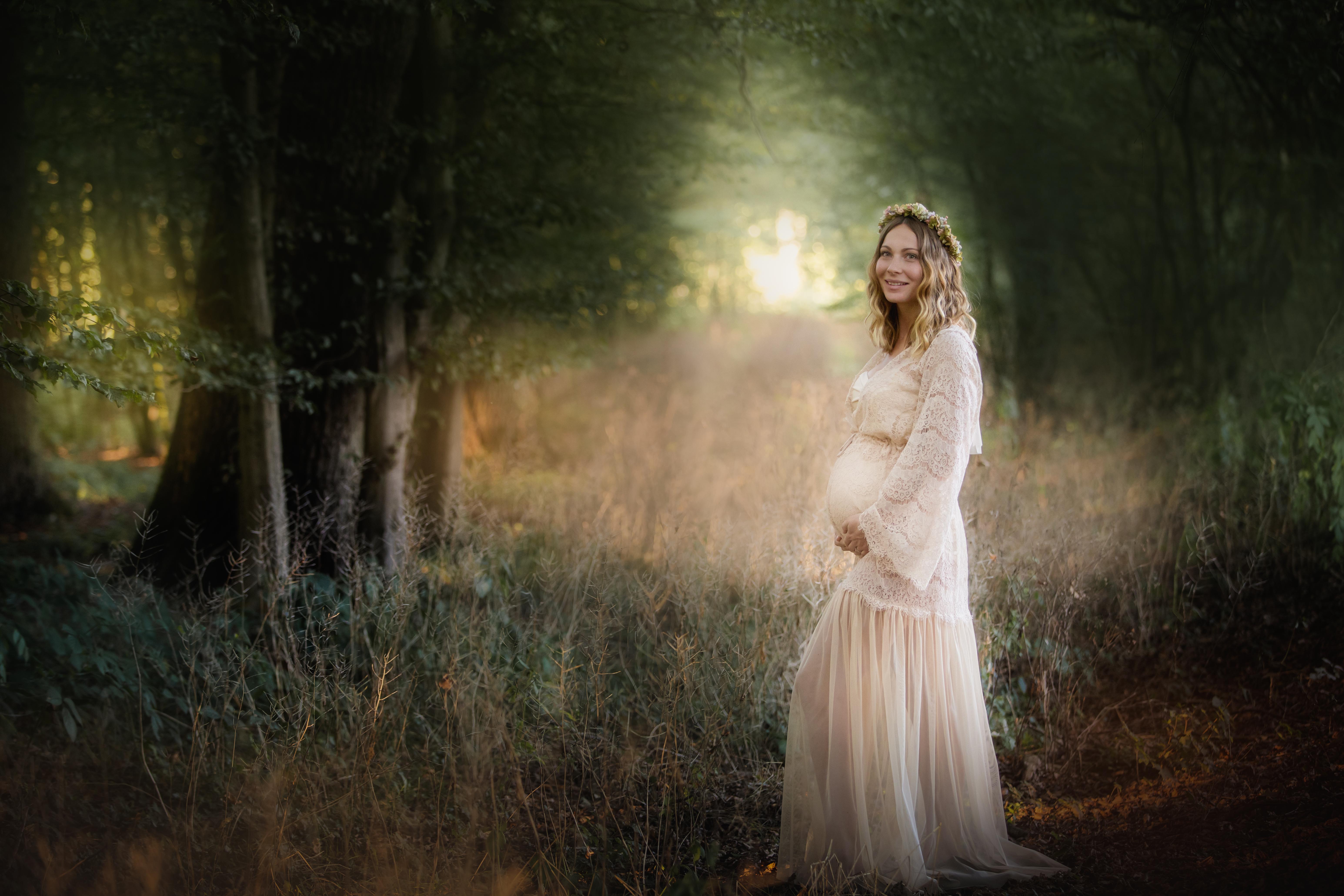 Schwangerschaftsfotos im ausgefallenem Shootingkleid