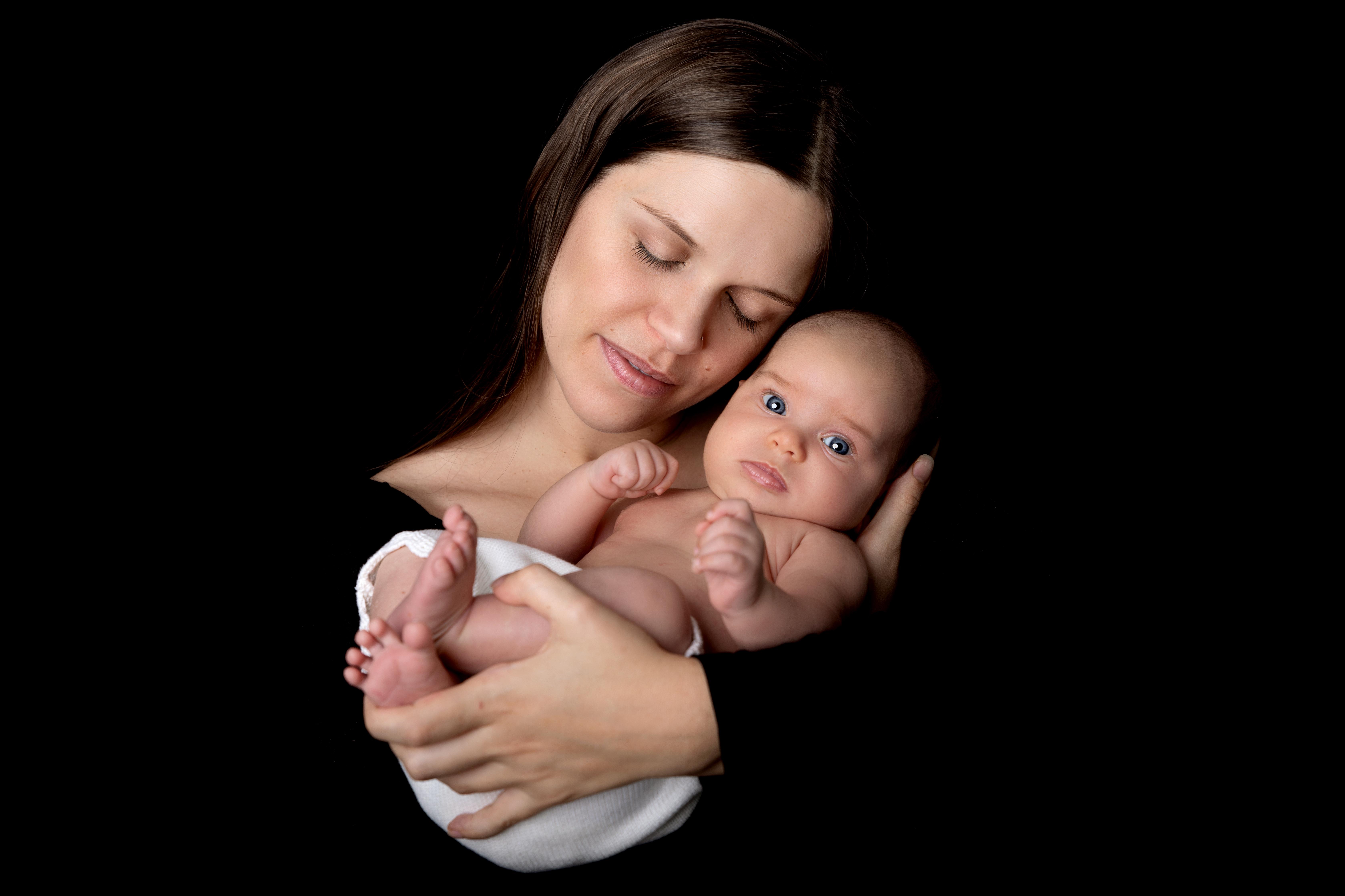 Newborn Foto mit Mami
