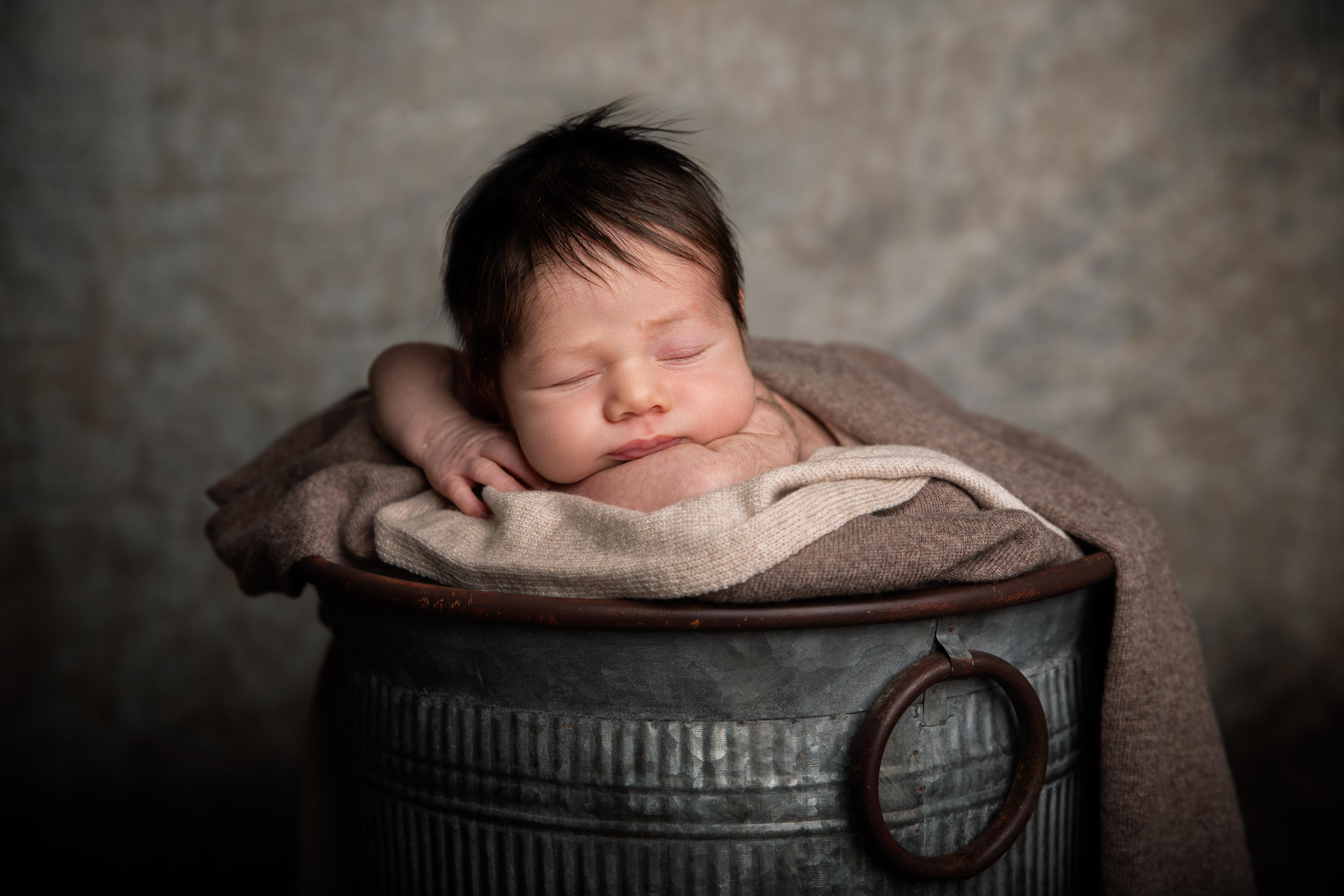Neugeborenen Fotos im Eimer