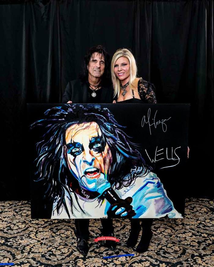 Alice Cooper signs WELLS' art