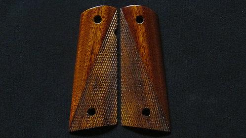 1911 Full size Mahogany Half Checkered Magwell grips #22