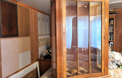 Display cabinet before renovation