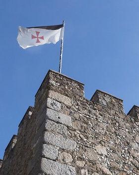 JEREZ-Caballeros-bandera-templaria.jpg