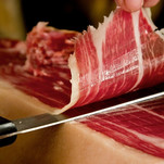 Taste the best iberian ham and learn the art to cut it